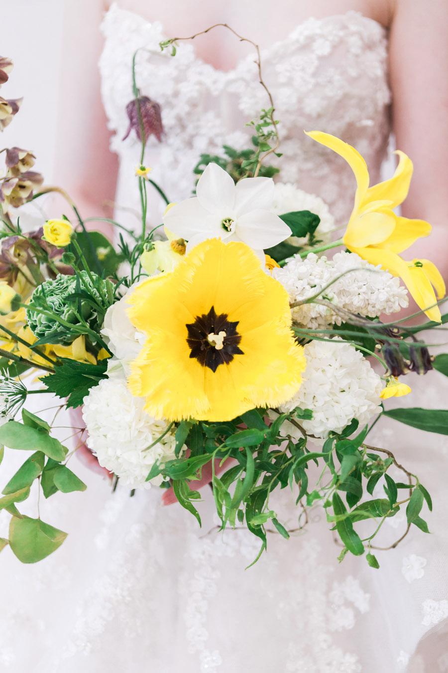 Glorious yellow Bloomologie blooms and styling by Chenai - photo credit Amanda Karen Photography (3)