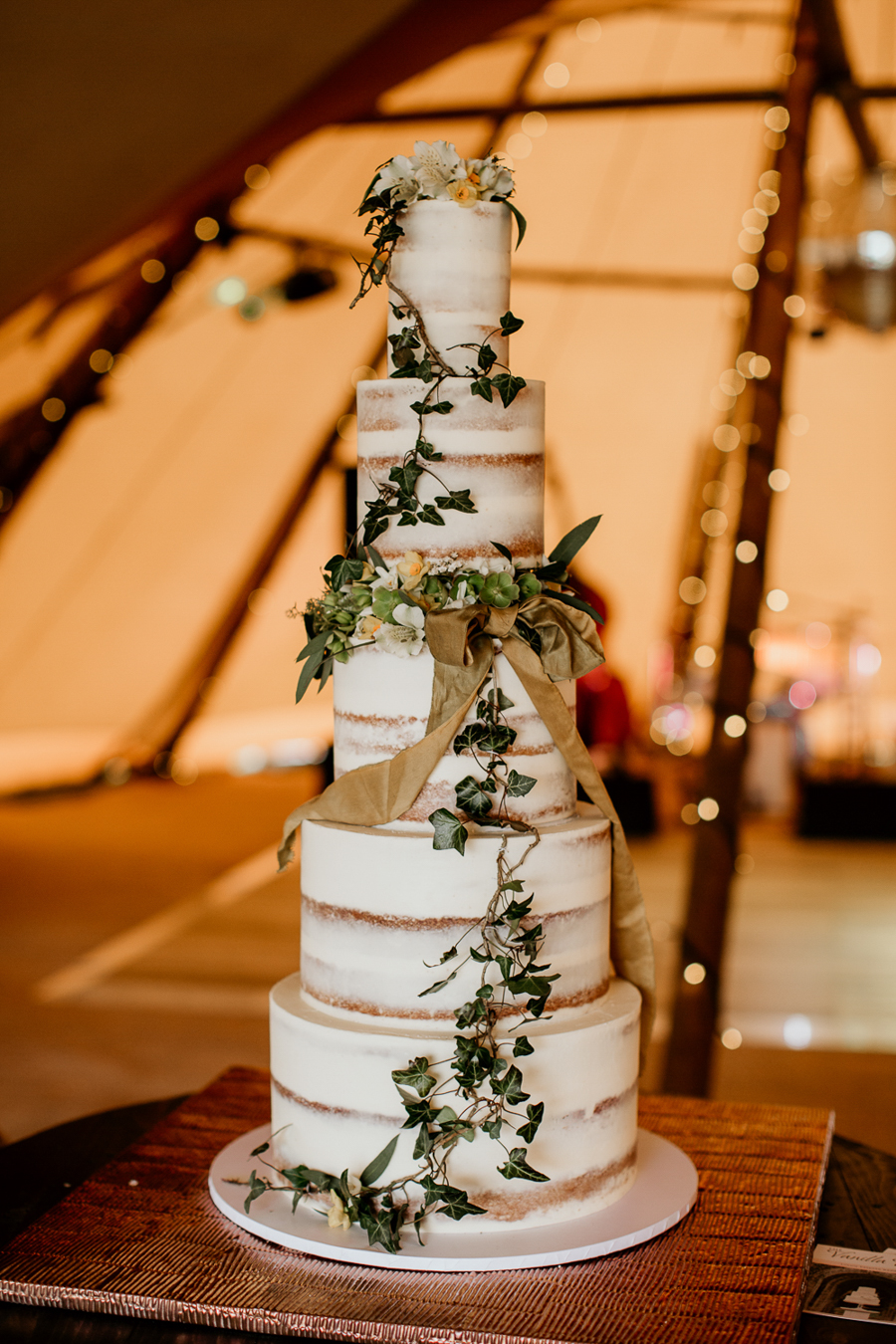 Tipi wedding alternative bridal, photography by Elena Popa (6)