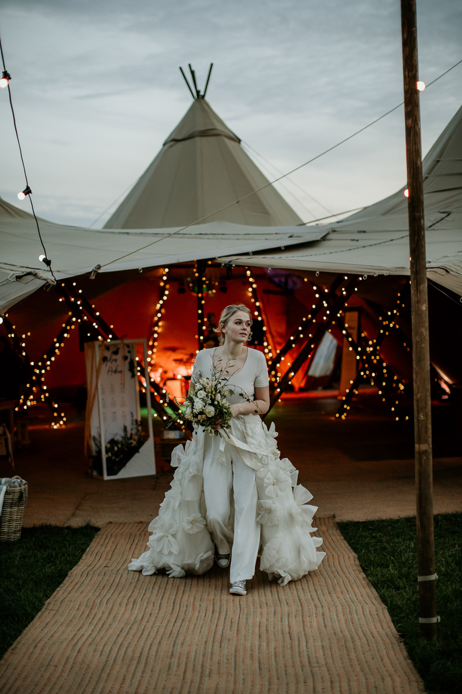 Tipi wedding alternative bridal, photography by Elena Popa (24)