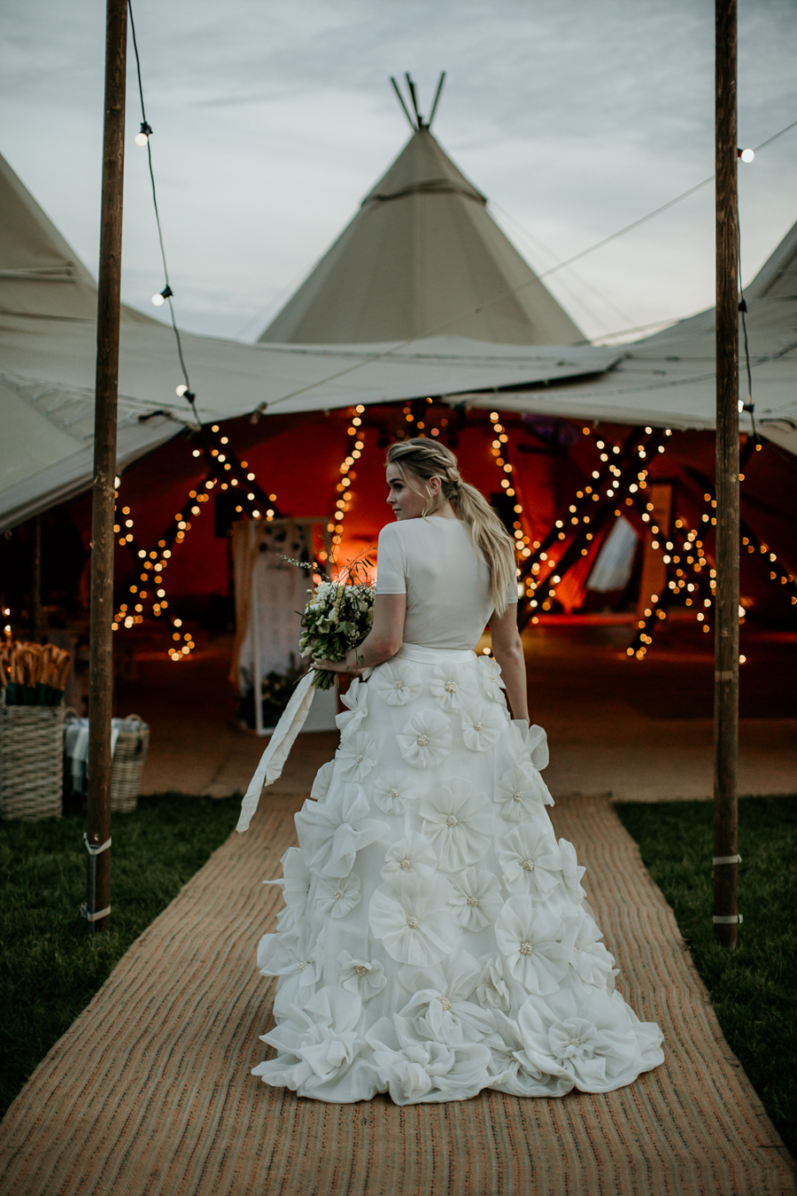 Tipi wedding alternative bridal, photography by Elena Popa (25)