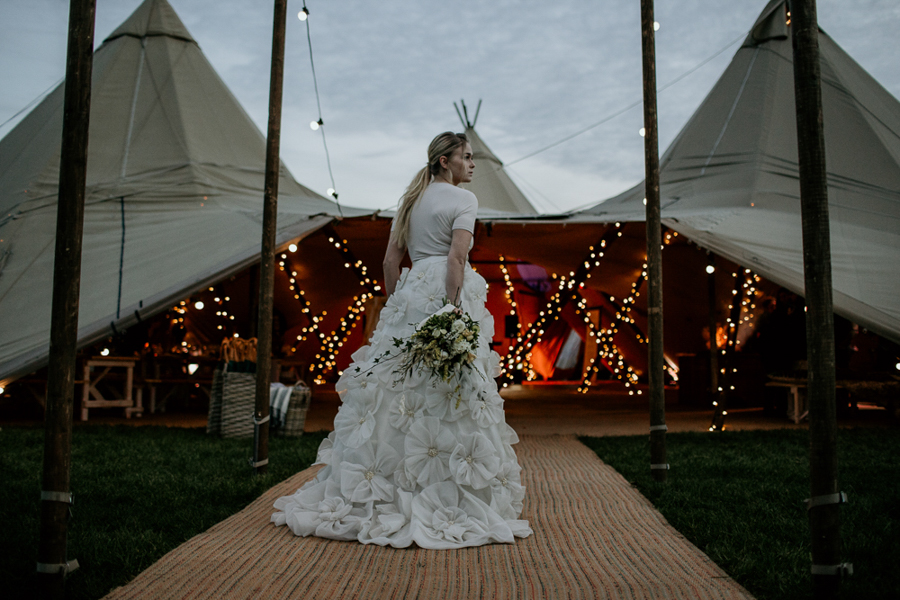 Tipi wedding alternative bridal, photography by Elena Popa (29)