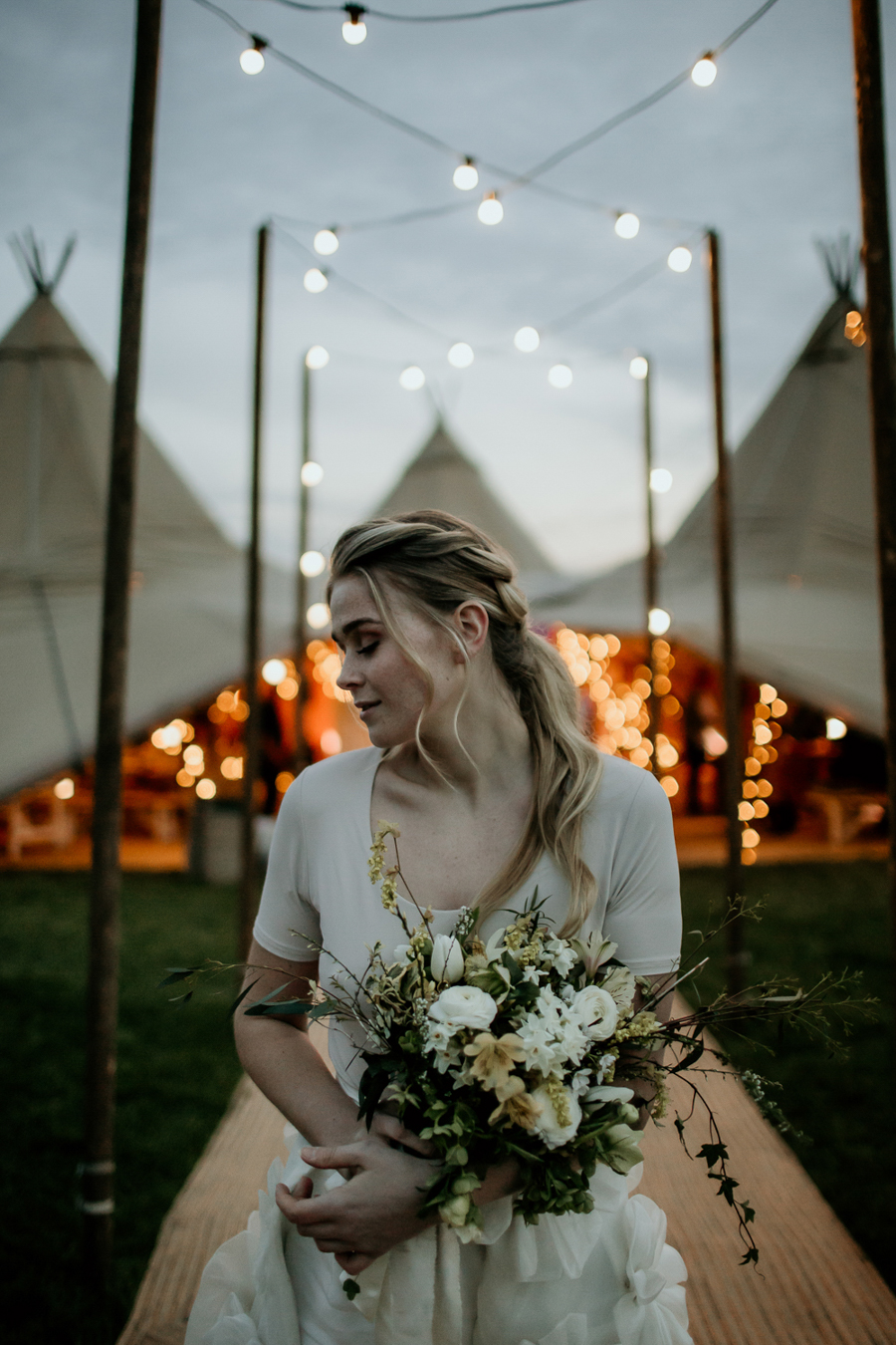Tipi wedding alternative bridal, photography by Elena Popa (32)