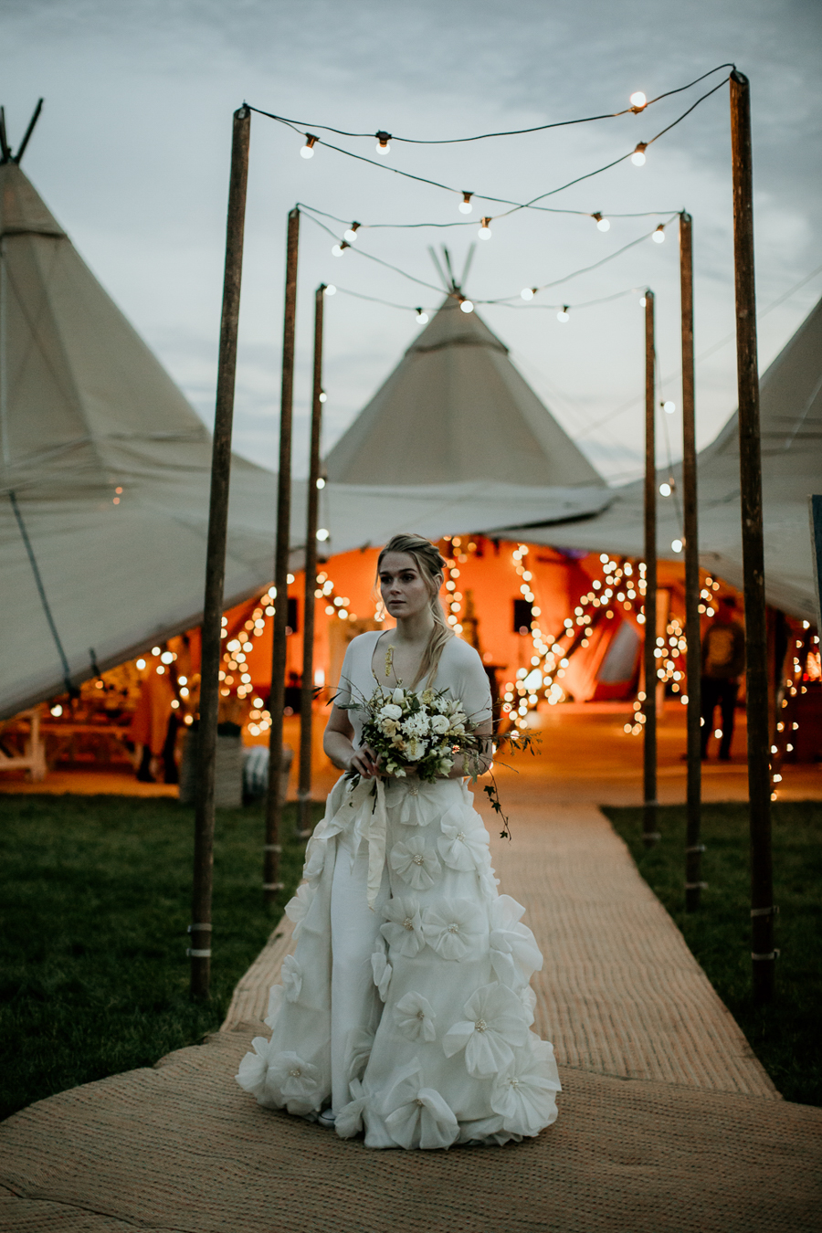 Tipi wedding alternative bridal, photography by Elena Popa (33)