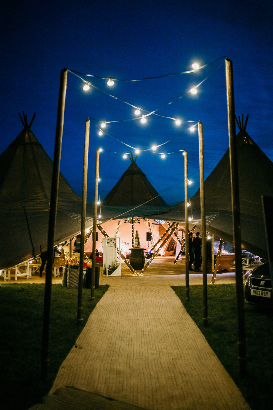 Tipi wedding alternative bridal, photography by Elena Popa (34)