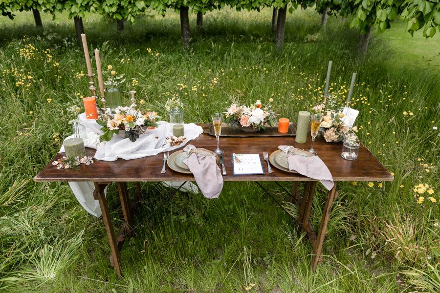 Boho luxe wedding style with soft orange and muted tones at Chippenham, image credit Heather Jackson Photography (1)