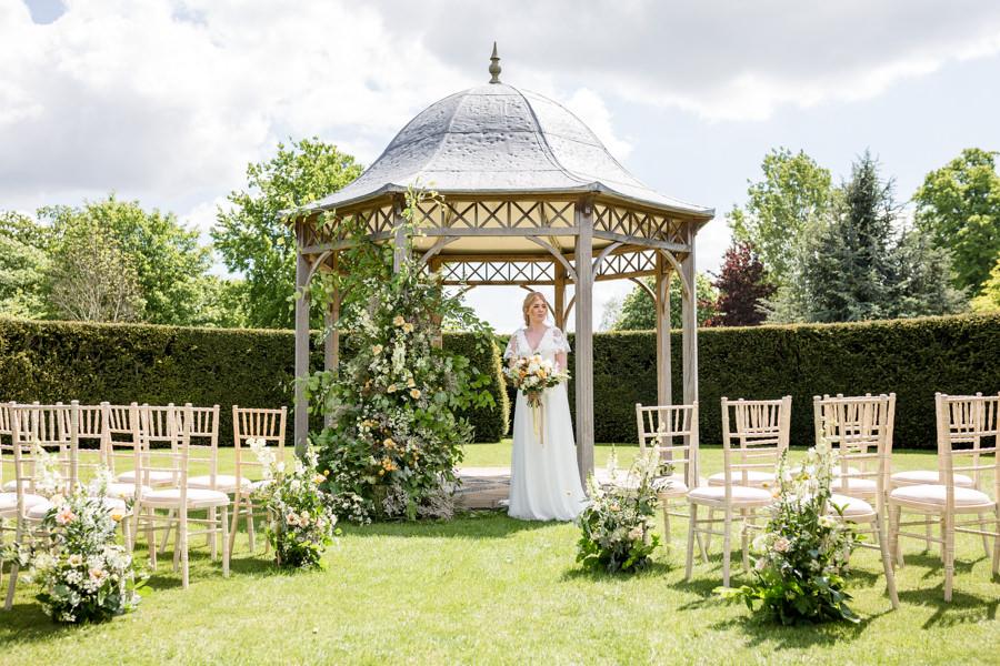 Boho luxe wedding style with soft orange and muted tones at Chippenham, image credit Heather Jackson Photography (10)