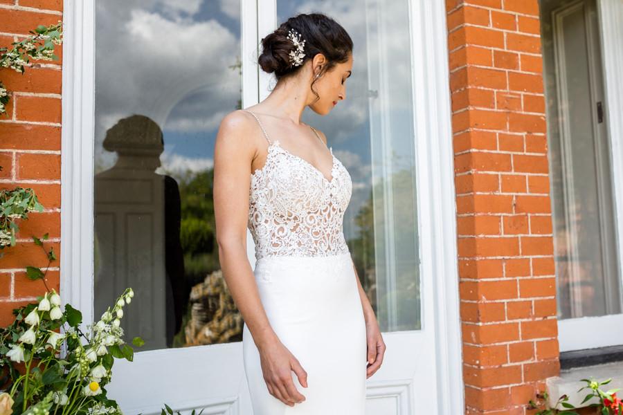 Boho luxe wedding style with soft orange and muted tones at Chippenham, image credit Heather Jackson Photography (27)