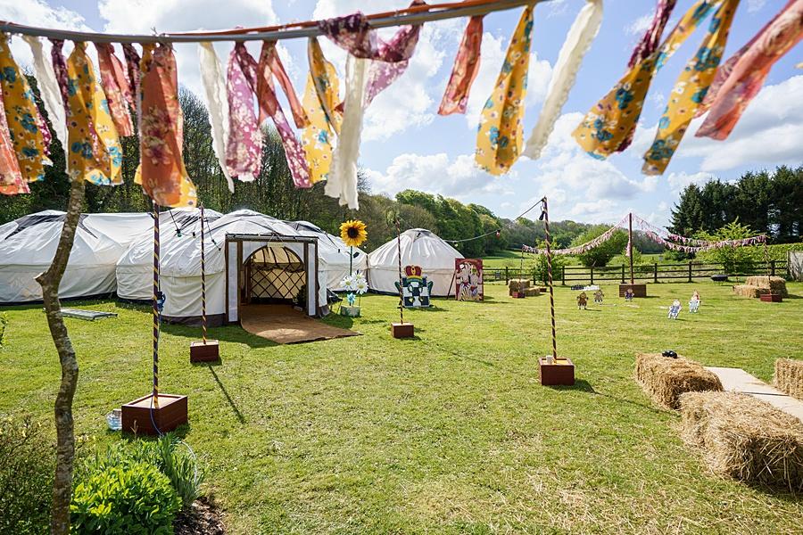 Matt and Rosanna's yurt wedding in Dorset with Linus Moran Photography (7)