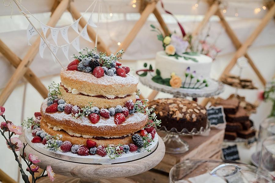 Matt and Rosanna's yurt wedding in Dorset with Linus Moran Photography (32)