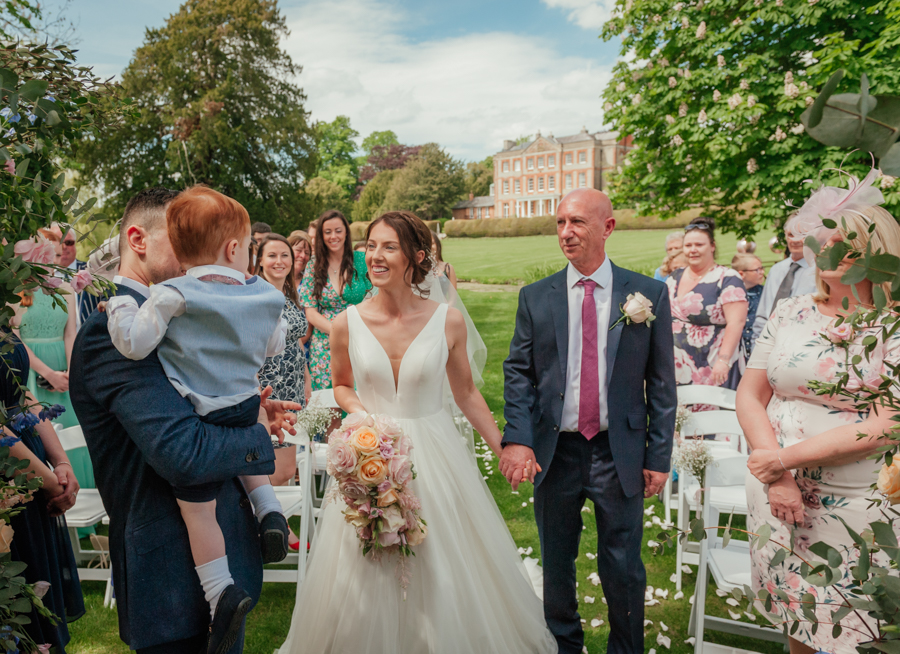 Timeless and elegant Ardington wedding with Benjamin Wetherall Photography (9)