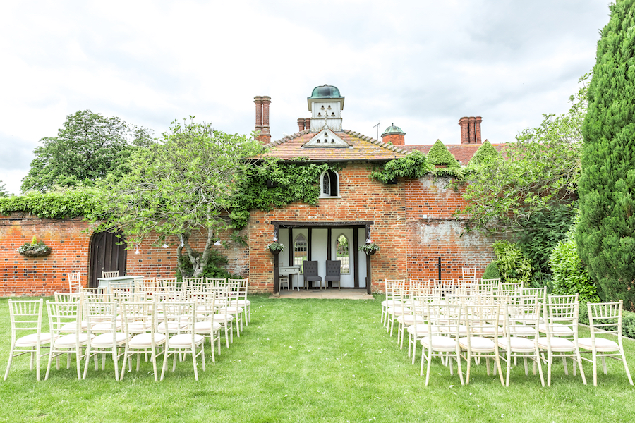 Relaxed English garden wedding at Woodhall Manor, with Ayshea Goldberg Photography (10)