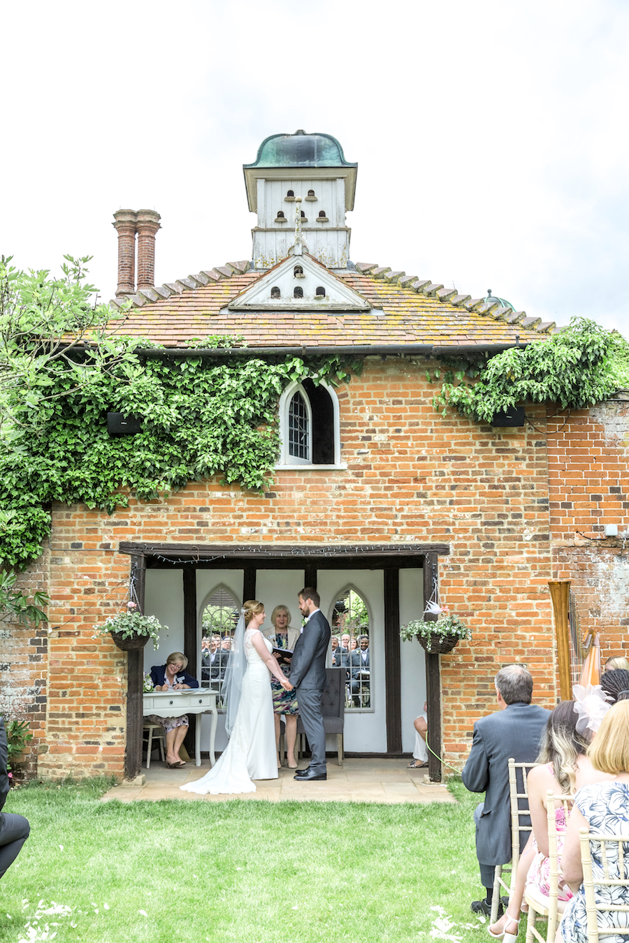 Relaxed English garden wedding at Woodhall Manor, with Ayshea Goldberg Photography (13)