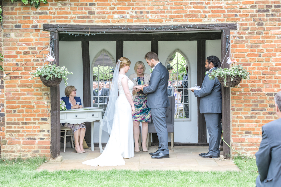 Relaxed English garden wedding at Woodhall Manor, with Ayshea Goldberg Photography (14)