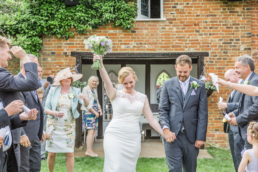 Relaxed English garden wedding at Woodhall Manor, with Ayshea Goldberg Photography (16)