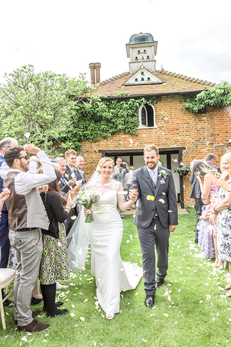 Relaxed English garden wedding at Woodhall Manor, with Ayshea Goldberg Photography (17)