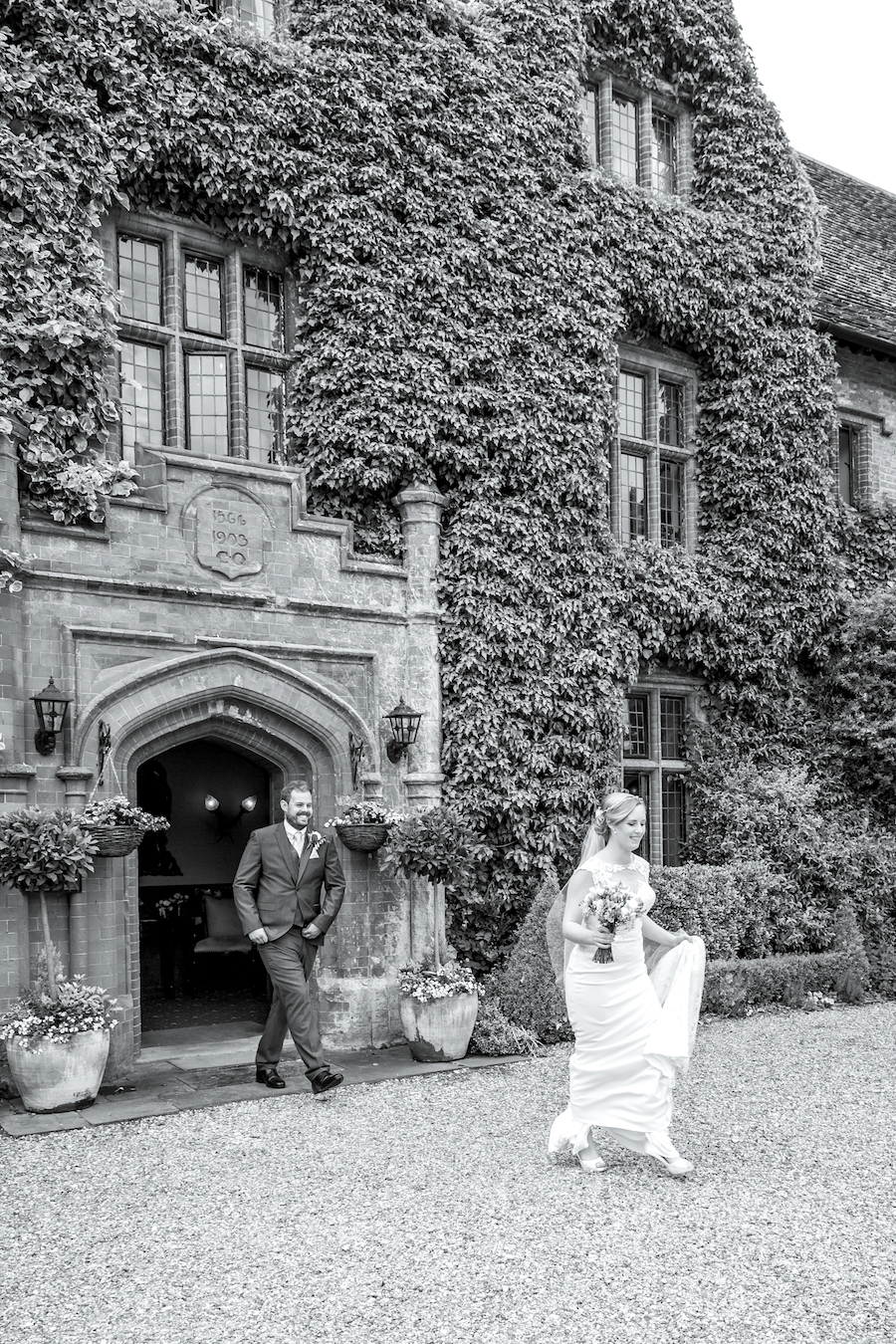 Relaxed English garden wedding at Woodhall Manor, with Ayshea Goldberg Photography (19)