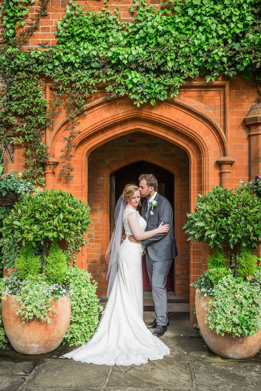 Relaxed English garden wedding at Woodhall Manor, with Ayshea Goldberg Photography (24)