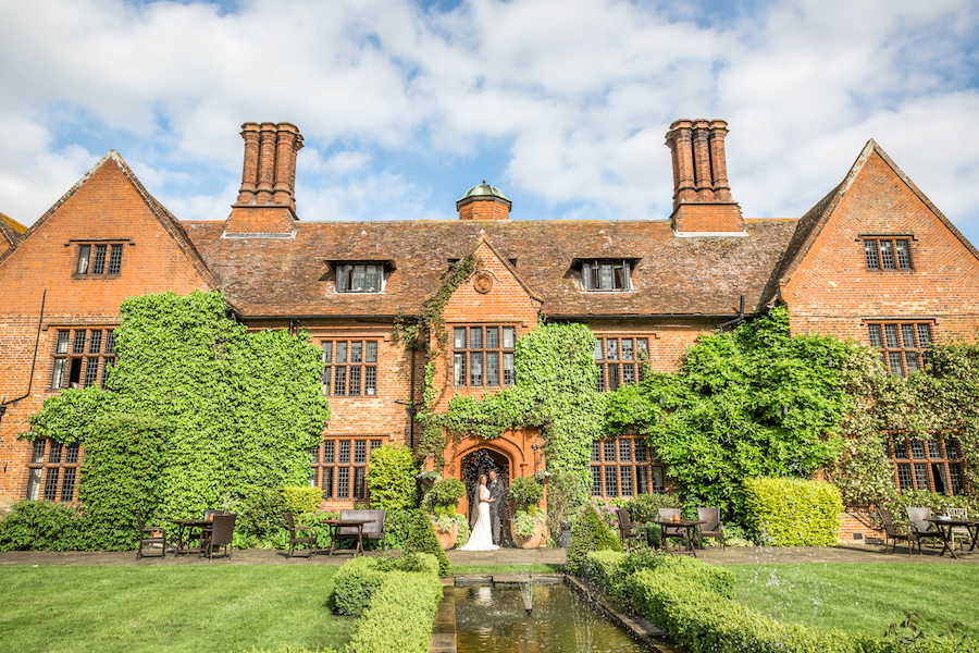 Relaxed English garden wedding at Woodhall Manor, with Ayshea Goldberg Photography (25)