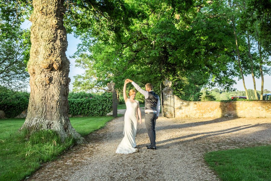 Relaxed English garden wedding at Woodhall Manor, with Ayshea Goldberg Photography (28)