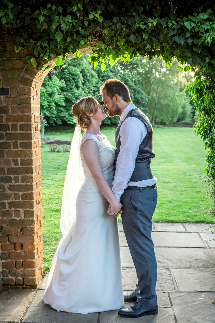 Relaxed English garden wedding at Woodhall Manor, with Ayshea Goldberg Photography (30)