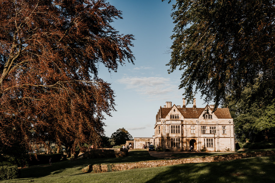 Charlotte and Dexter's minimal and elegant Coombe Lodge wedding, image credit Ryan Goold Photography (39)