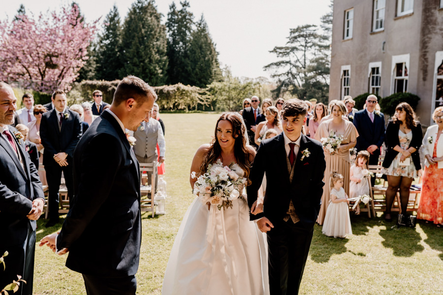 Vintage Somerset wedding with Beetles, photo credit Ryan Goold Photography (9)