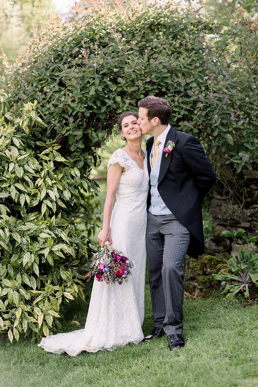 An elegant english barn wedding at Upcote with Hannah K Photography on English Wedding (14)