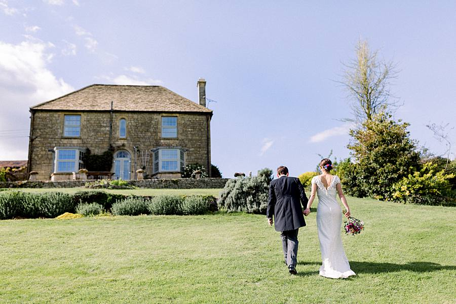 An elegant english barn wedding at Upcote with Hannah K Photography on English Wedding (16)