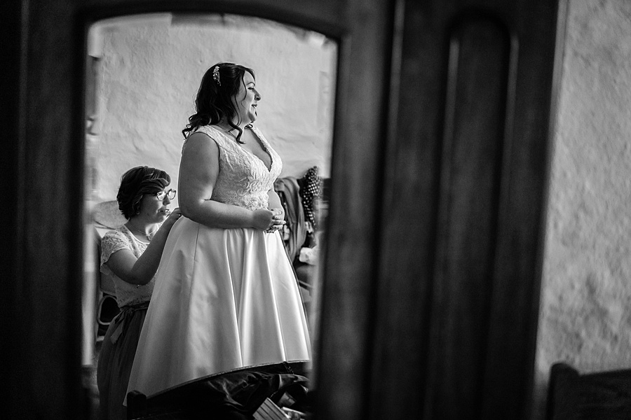 A gloriously creative Devon wedding at Eggbeer Farm, with images by Linus Moran Photography (11)
