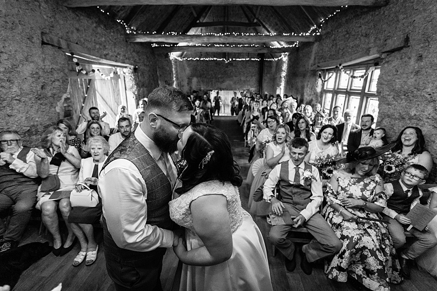 A gloriously creative Devon wedding at Eggbeer Farm, with images by Linus Moran Photography (21)