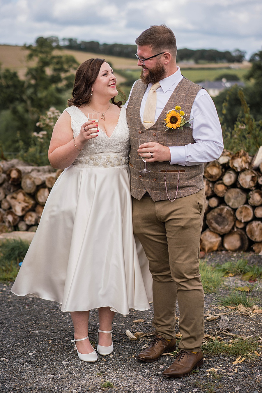 A gloriously creative Devon wedding at Eggbeer Farm, with images by Linus Moran Photography (24)