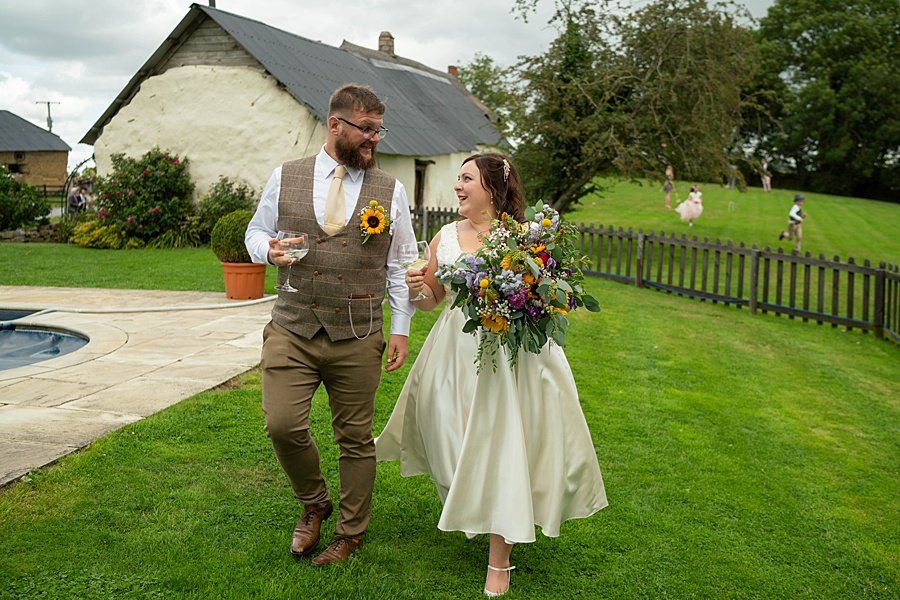 A gloriously creative Devon wedding at Eggbeer Farm, with images by Linus Moran Photography (28)