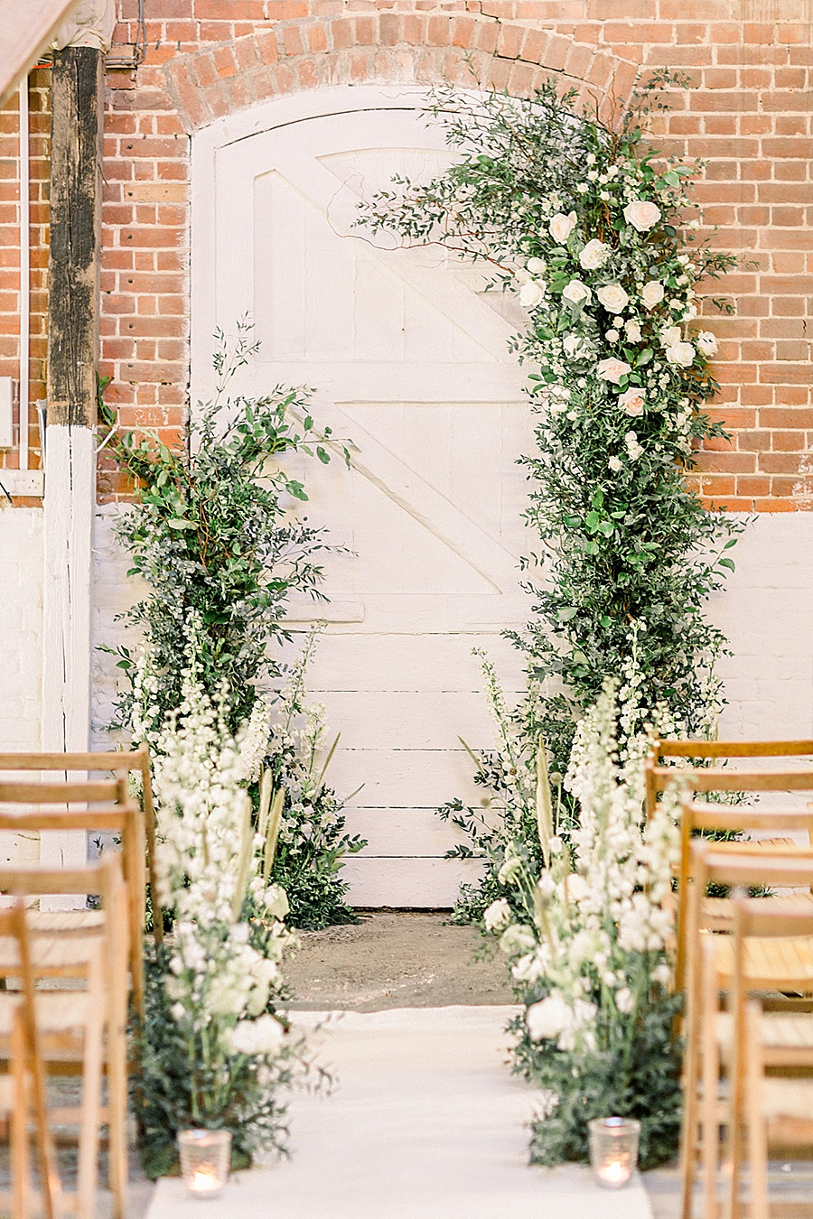 Barn venue transformed for a beautiful modern wedding, photo credit Terri and Lori (13)