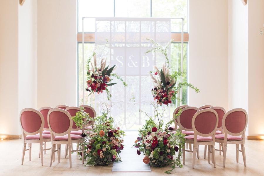 floral wedding ideas at Millbridge Court on English Wedding - photo credit Julie Michaelsen Photography (6)