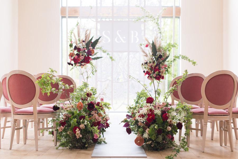 floral wedding ideas at Millbridge Court on English Wedding - photo credit Julie Michaelsen Photography (8)