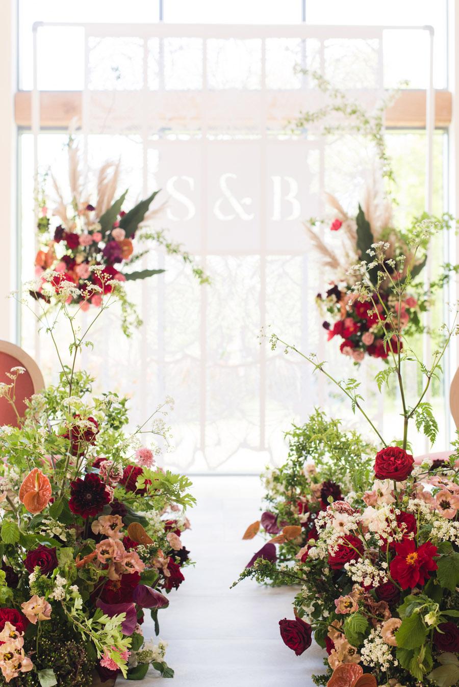 floral wedding ideas at Millbridge Court on English Wedding - photo credit Julie Michaelsen Photography (10)