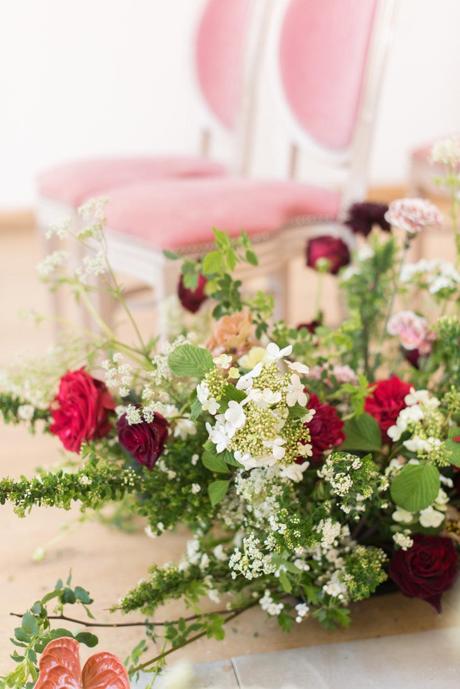 floral wedding ideas at Millbridge Court on English Wedding - photo credit Julie Michaelsen Photography (11)