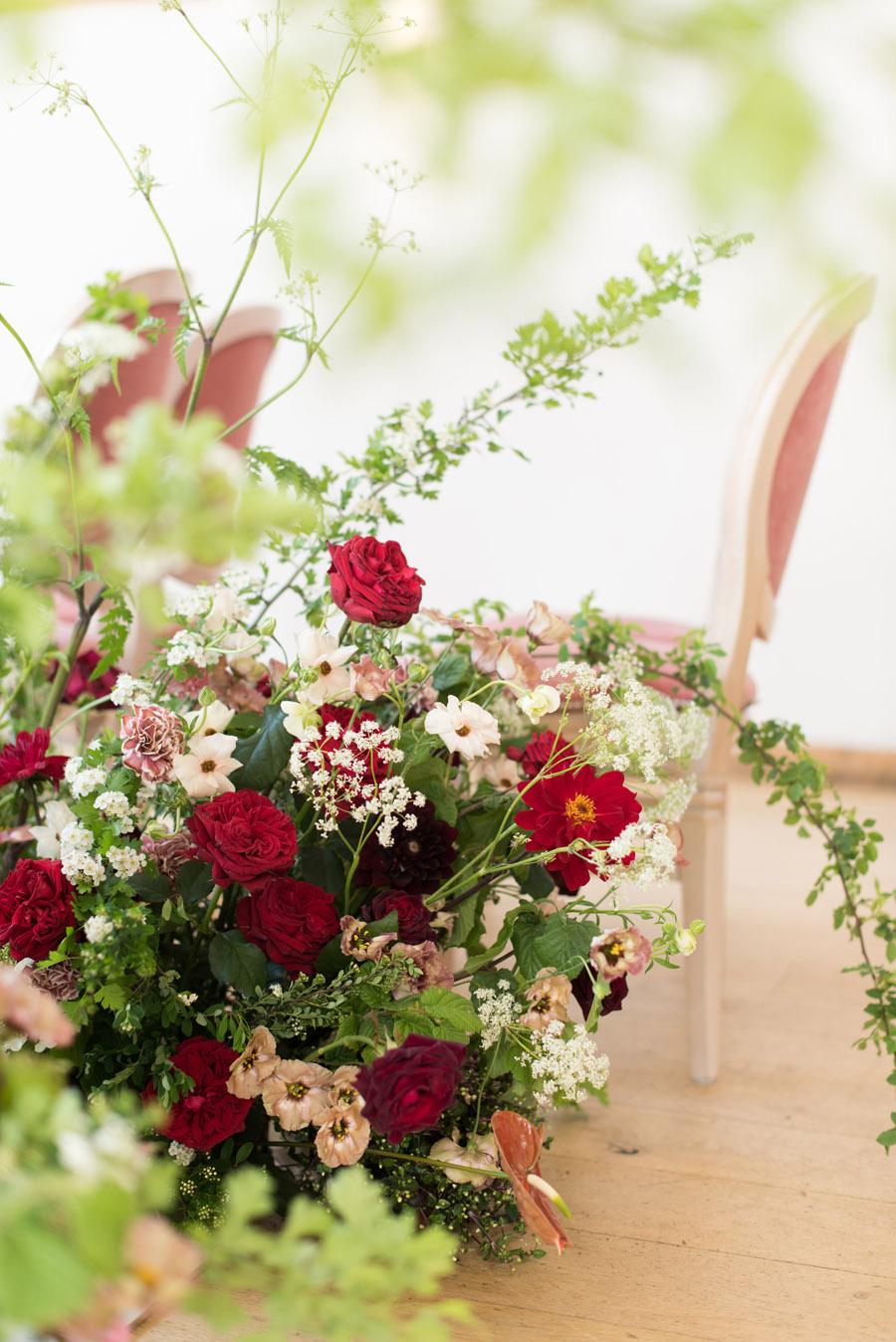 floral wedding ideas at Millbridge Court on English Wedding - photo credit Julie Michaelsen Photography (13)
