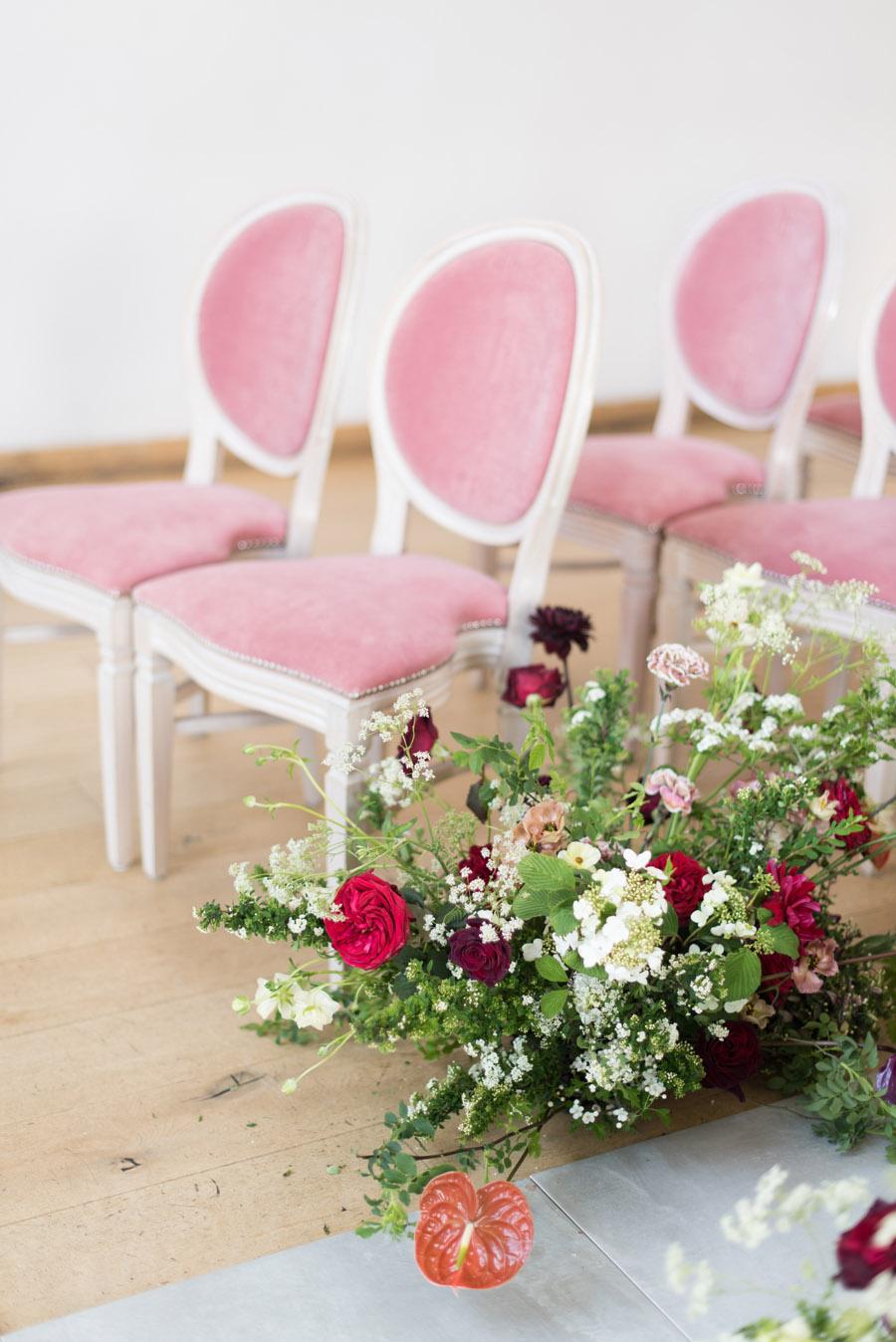 floral wedding ideas at Millbridge Court on English Wedding - photo credit Julie Michaelsen Photography (14)