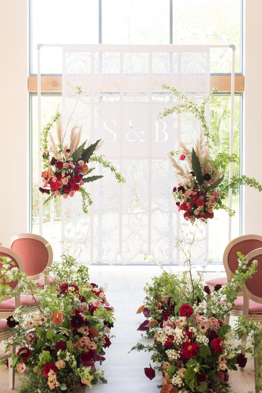 floral wedding ideas at Millbridge Court on English Wedding - photo credit Julie Michaelsen Photography (15)