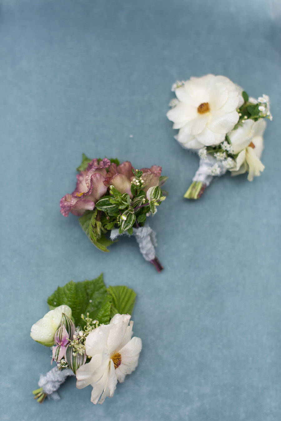 floral wedding ideas at Millbridge Court on English Wedding - photo credit Julie Michaelsen Photography (16)
