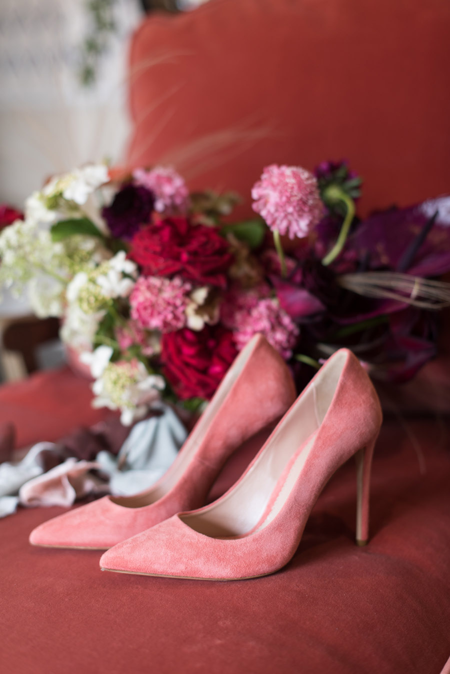 floral wedding ideas at Millbridge Court on English Wedding - photo credit Julie Michaelsen Photography (27)