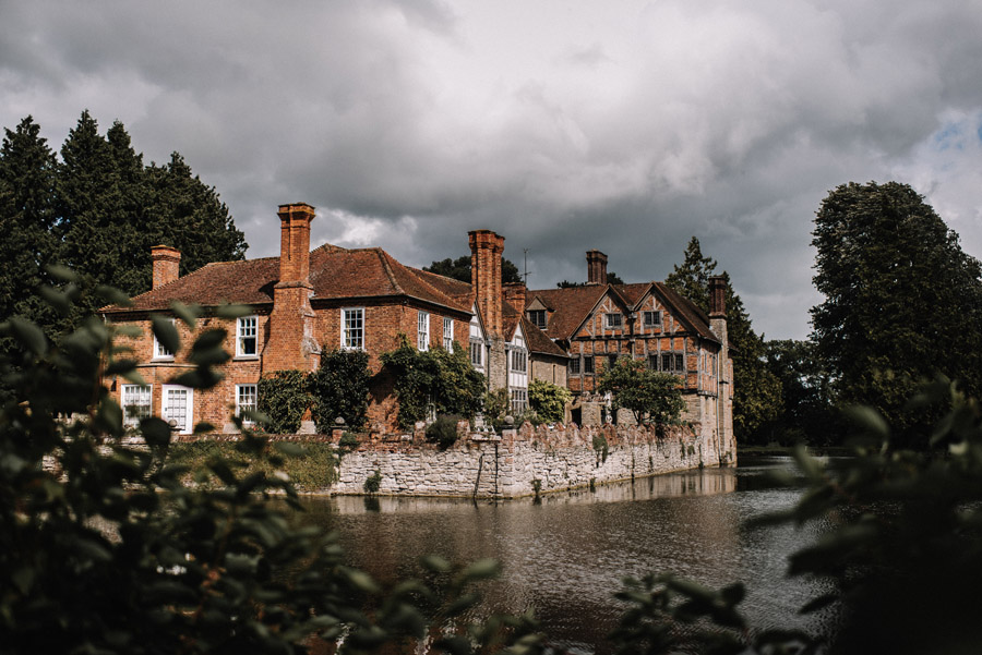 Whimsical wedding at Birtsmorton Court with beautiful photography by Oobaloos (30)