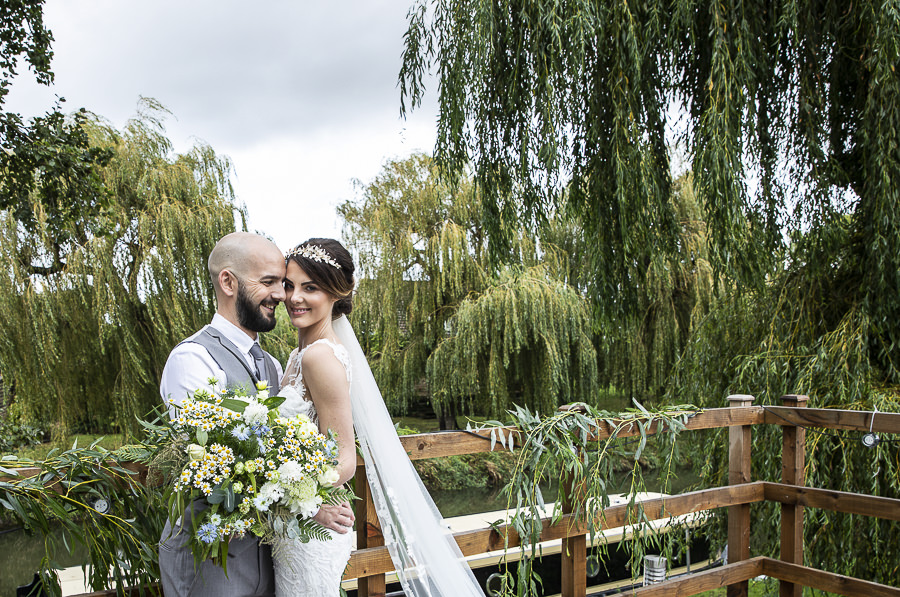 Stockmans Meadows Cambridgeshire wedding photography by Lorna Newman (6)
