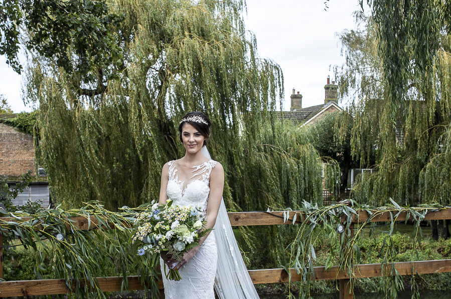 Stockmans Meadows Cambridgeshire wedding photography by Lorna Newman (15)