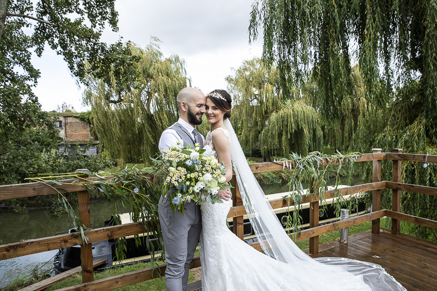 Stockmans Meadows Cambridgeshire wedding photography by Lorna Newman (17)