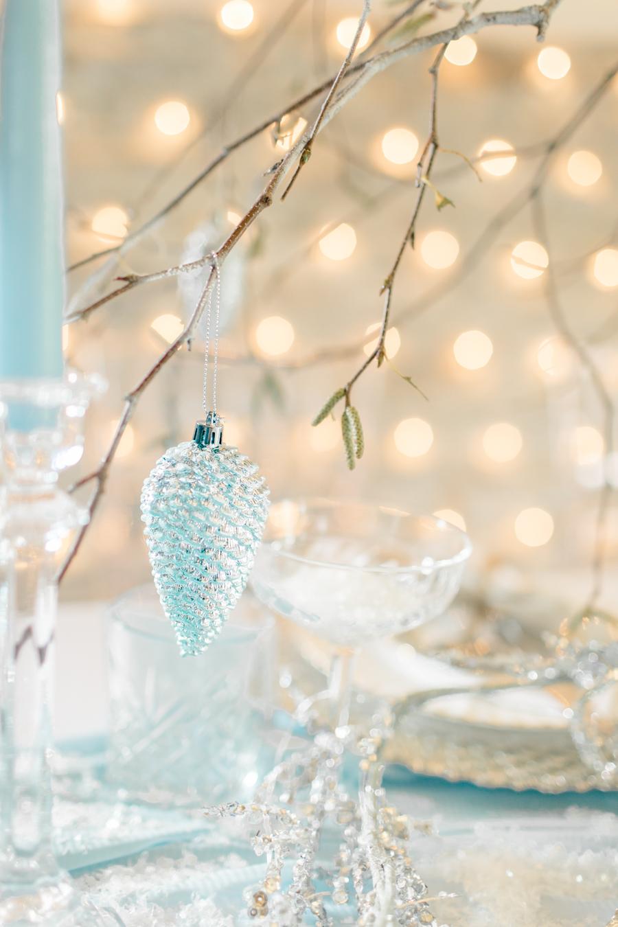 Winter Elegance Frozen wedding style on English-Wedding.com with Natalie Stevenson Photography (5)