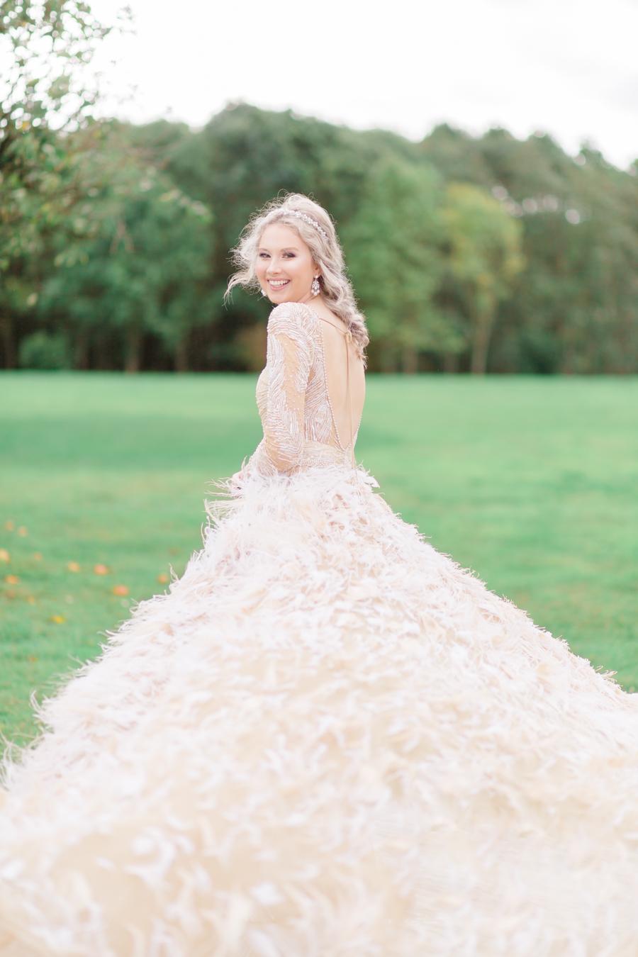 Winter Elegance Frozen wedding style on English-Wedding.com with Natalie Stevenson Photography (48)