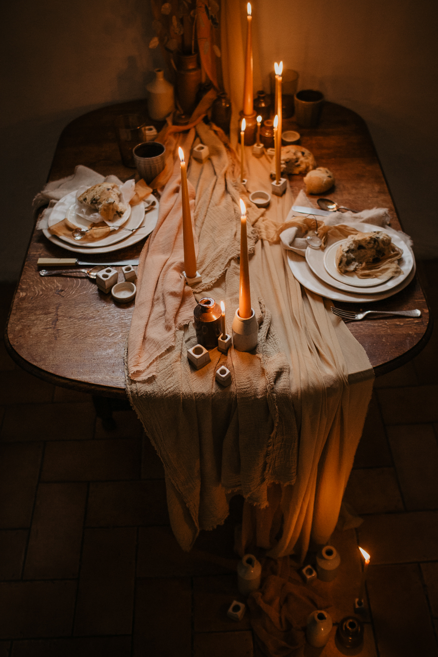 The Toast and Olivejoy Photography's breathtaking wedding styling blog from Bignor House (31)