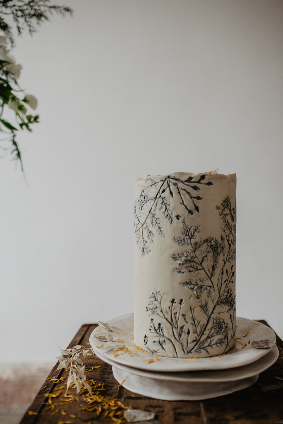 The Toast and Olivejoy Photography's breathtaking wedding styling blog from Bignor House (39)